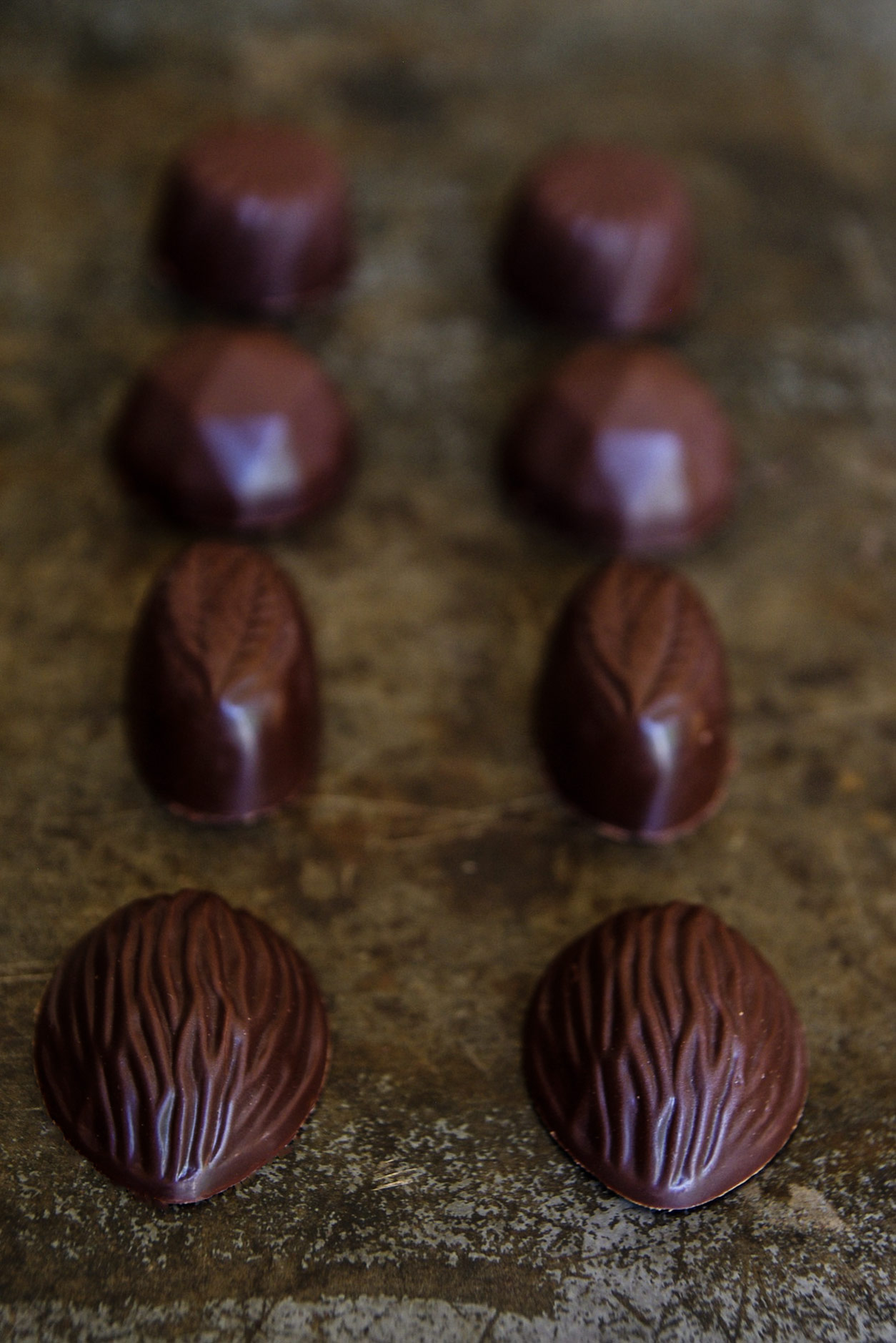 chocolat ; chocolate ; sweet ; valrhona ; lindt , caramel ; hazelnut ; praline; praliné ; good ; food ; dessert ; kosher ; pavers ; recipe ; blog ; blogger ; cook ; chef ; cooking ;crunchy ; cacher ; bonbon ; bonbons , bombons ; yummy ; veggie ; healthy ;